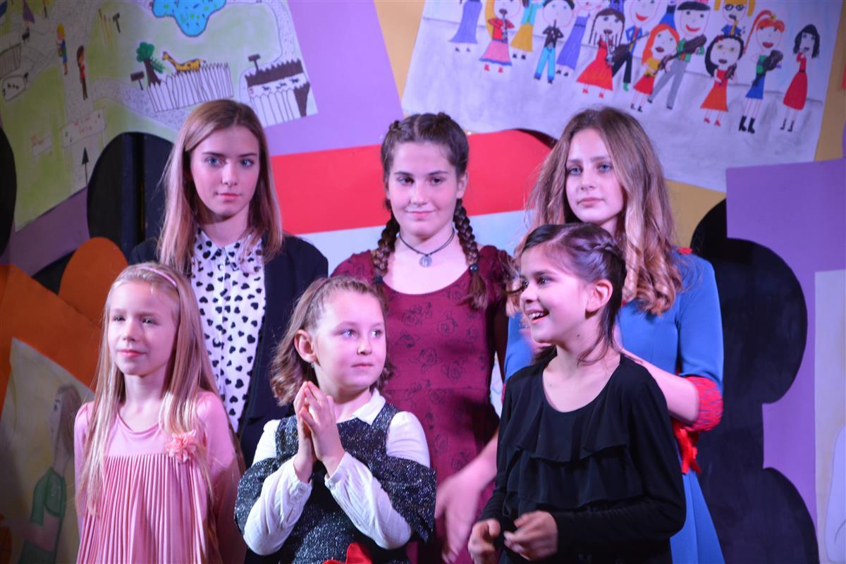 2016_12_14_otroci_pojejo_na_olgici-69