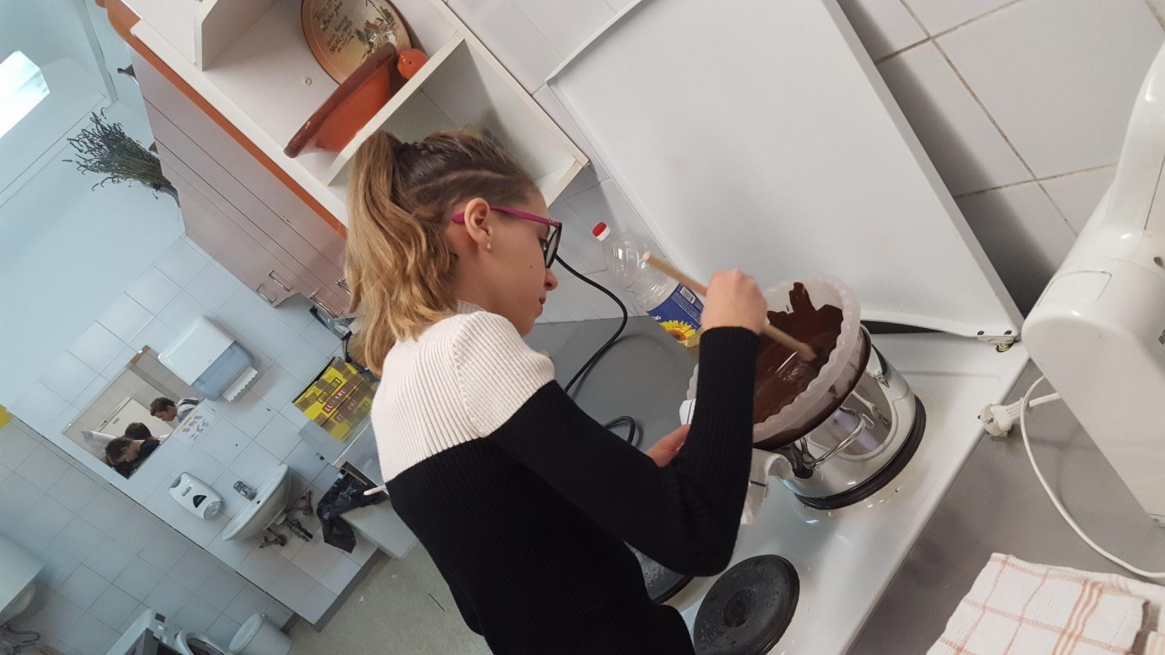 2019_11_12_delavnica_izdelave_cokoladnih_pralin-11