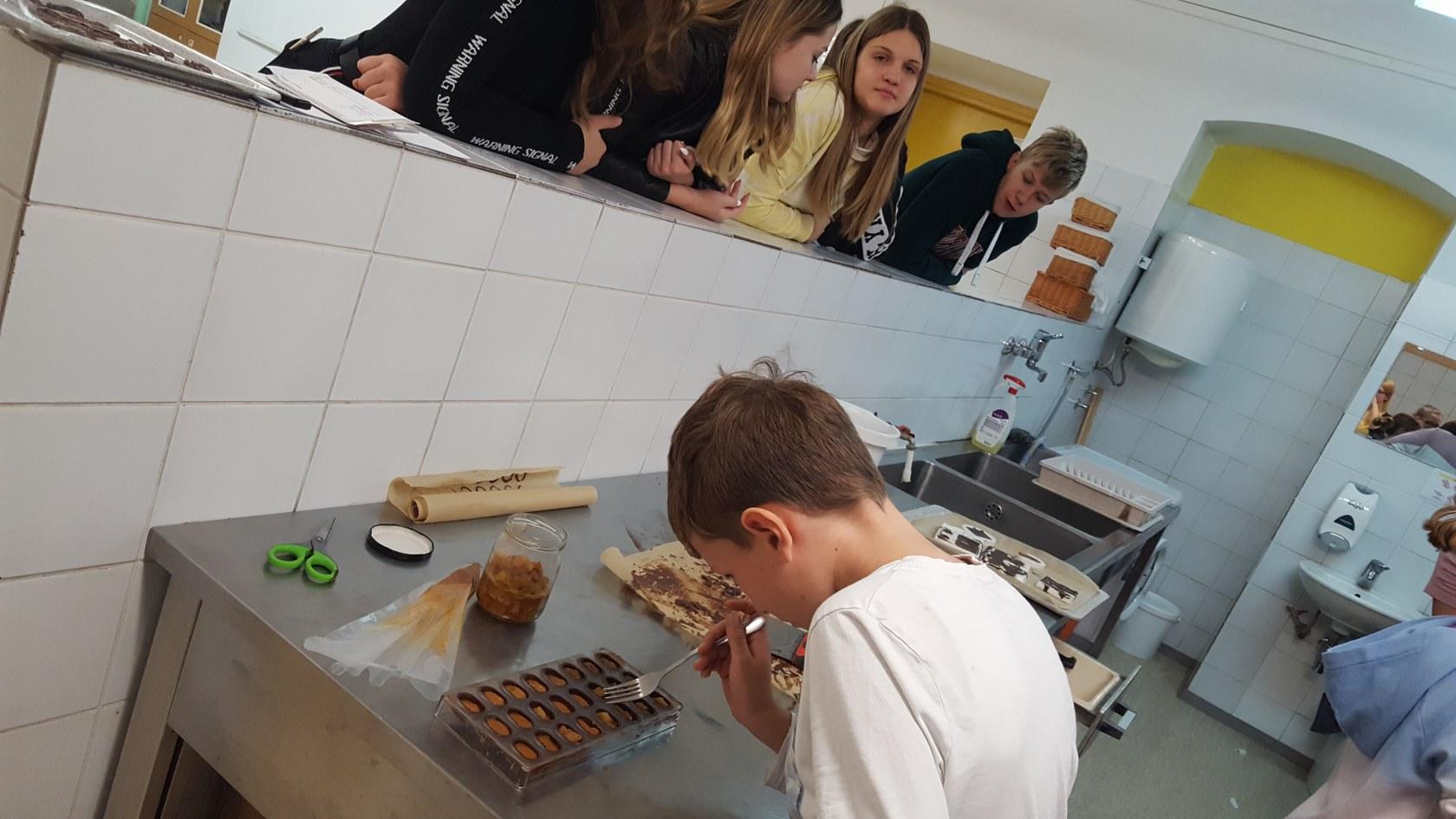 2019_11_12_delavnica_izdelave_cokoladnih_pralin-22