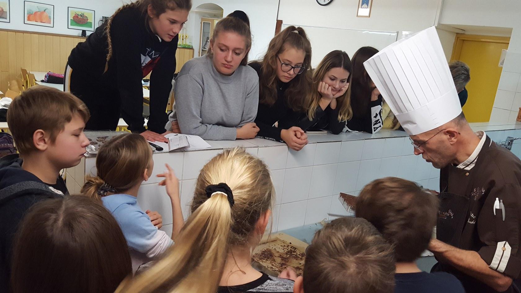 2019_11_12_delavnica_izdelave_cokoladnih_pralin-33