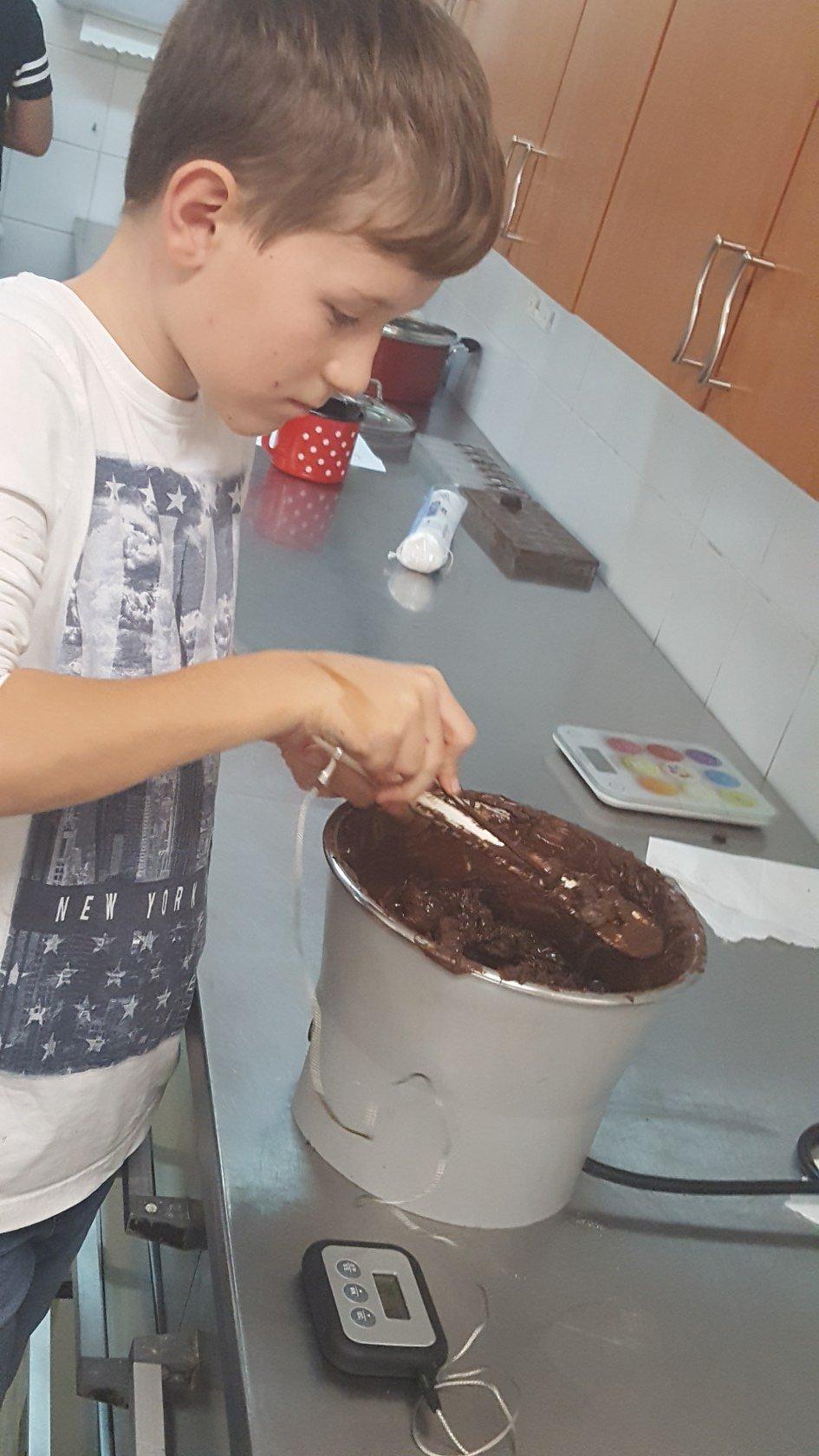 2019_11_12_delavnica_izdelave_cokoladnih_pralin-49