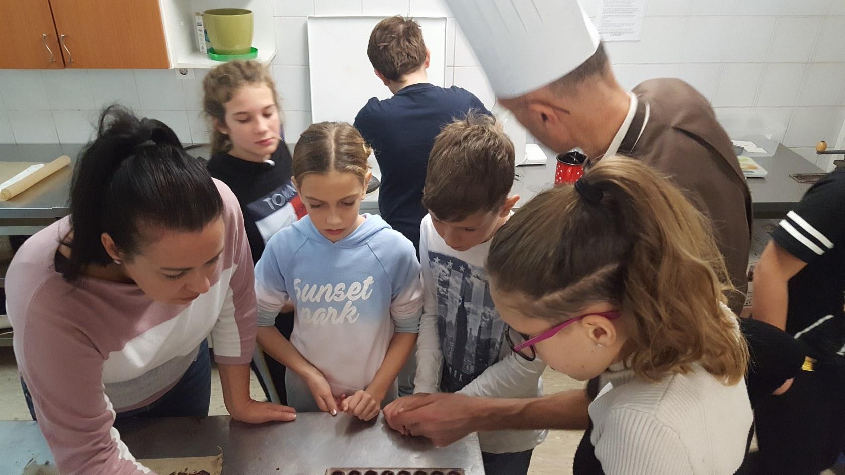 2019_11_12_delavnica_izdelave_cokoladnih_pralin-18