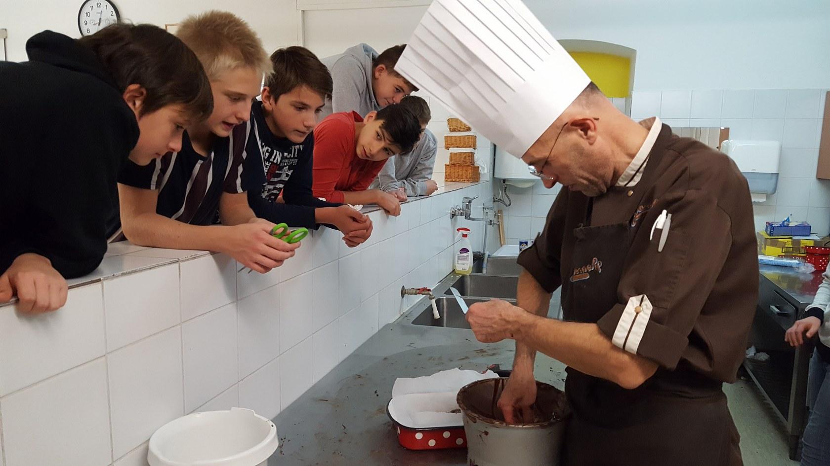 2019_11_12_delavnica_izdelave_cokoladnih_pralin-55