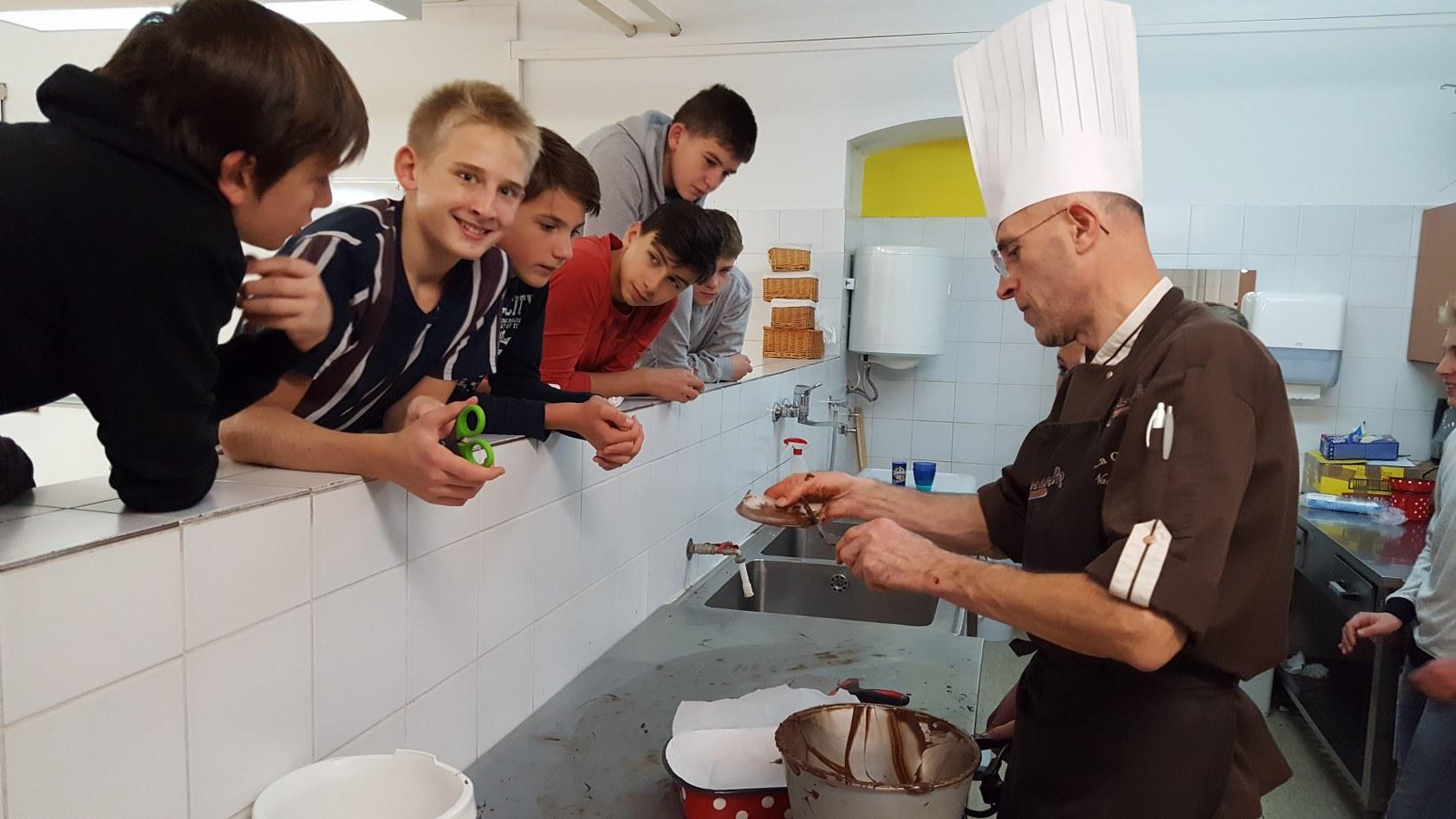 2019_11_12_delavnica_izdelave_cokoladnih_pralin-56